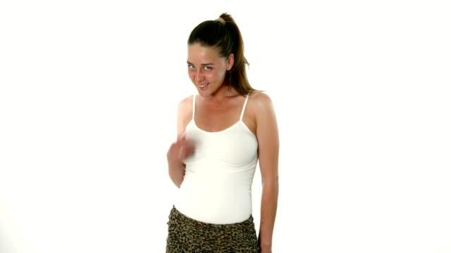 vídeos y material grabado en eventos de stock de pasarela de modelo de moda joven adorable posando en el estudio - moda preppy
