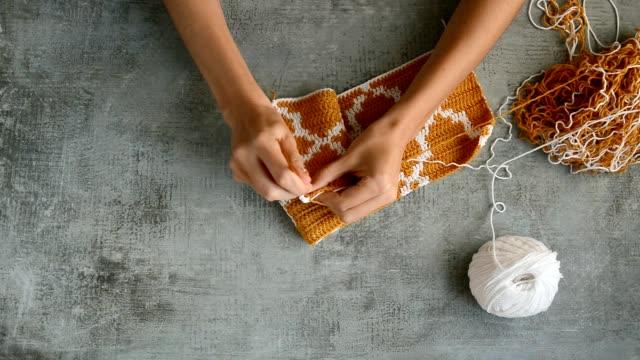 adult girls hands crochet hook - cucitura video stock e b–roll