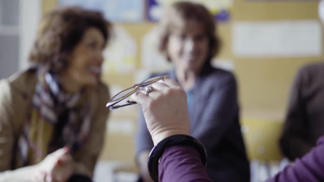 Apprentissage des langues aux adultes - Vidéo