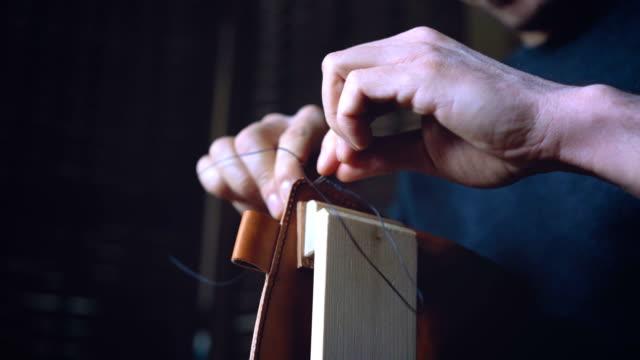 大人革職人縫製本棚 - 革点の映像素材/bロール