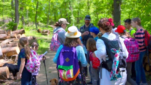 adults and kids in nature - viaggio d'istruzione video stock e b–roll