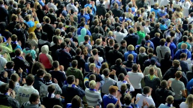 高度なファン拍手テクニック、サポーターとスタジアムをお楽しみください。 - 観客点の映像素材/bロール