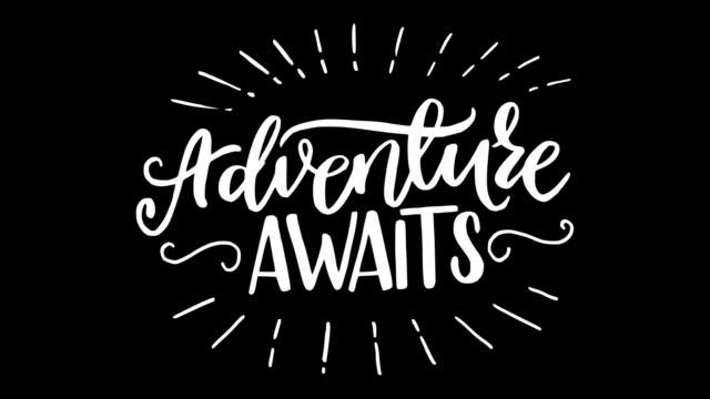 vídeos de stock, filmes e b-roll de aventura aguarda texto de letras animadas - insígnia