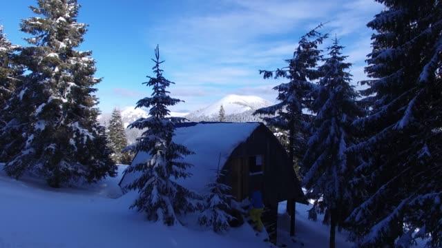 stockvideo's en b-roll-footage met avonturier vrouw stijgt de houten trap in een oude houten hut in de bergen - christmas cabin