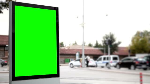 werbung plakat mit grünen bildschirm - poster stock-videos und b-roll-filmmaterial