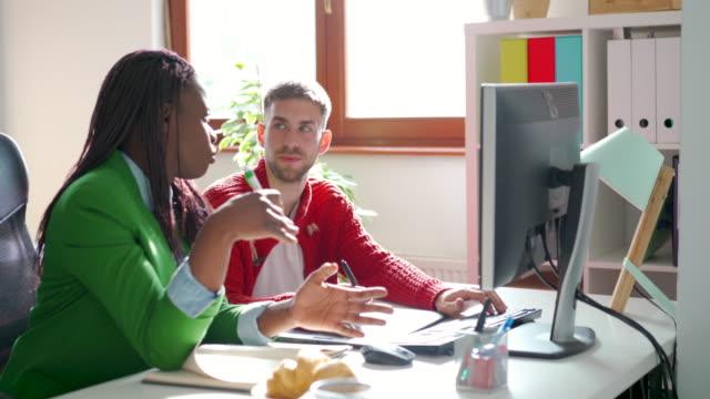プロジェクトマネージャーからのアドバイス - プロジェクトマネージャー点の映像素材/bロール