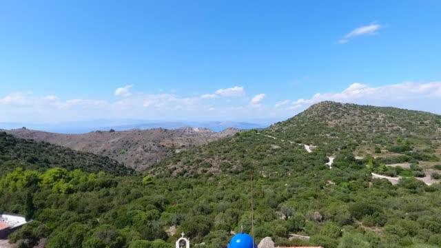 vídeos de stock, filmes e b-roll de ilha aegina, golfo sarônico grécia.o antigo mosteiro da virgem maria chrisoleontisa. - ática ática