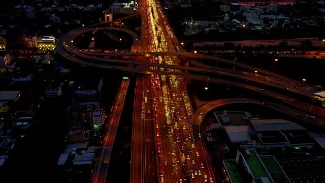 ラッシュアワー、4 k 映像の複数車線の高速道路交通の aeiral シーン - 渋滞点の映像素材/bロール