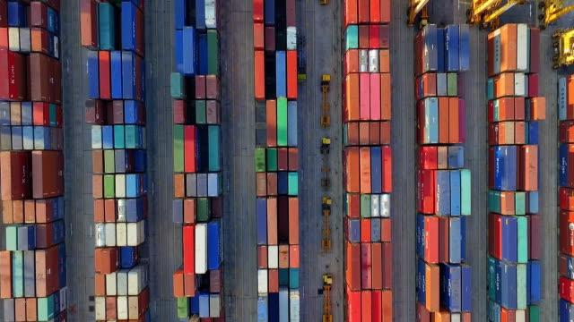 aerail blick auf container - container stock-videos und b-roll-filmmaterial