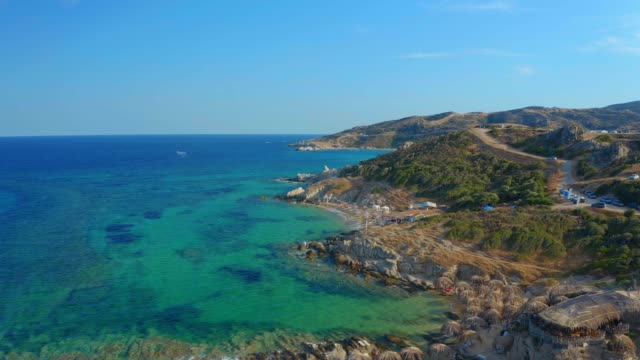 aeral panoramic view of tigania beach, sarti, kriaritsi, sithonia, halkidiki peninsula - morze egejskie filmów i materiałów b-roll
