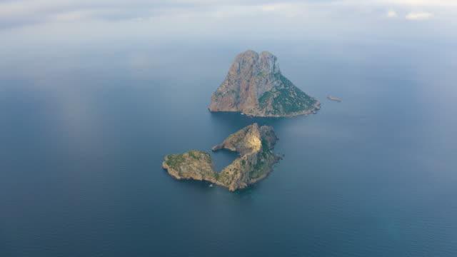 aereal view of es vedrà, ibiza. 4k - arcipelago video stock e b–roll