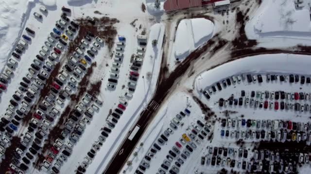 アエリア: 駐車場 - 冬点の映像素材/bロール