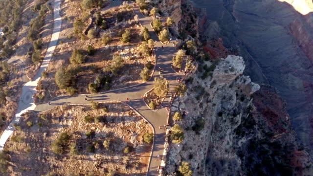 aerial arizona grand canyon - på gränsen bildbanksvideor och videomaterial från bakom kulisserna