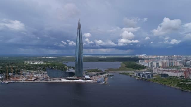 aereo intorno alla vista del grattacielo in russia - san pietroburgo russia video stock e b–roll