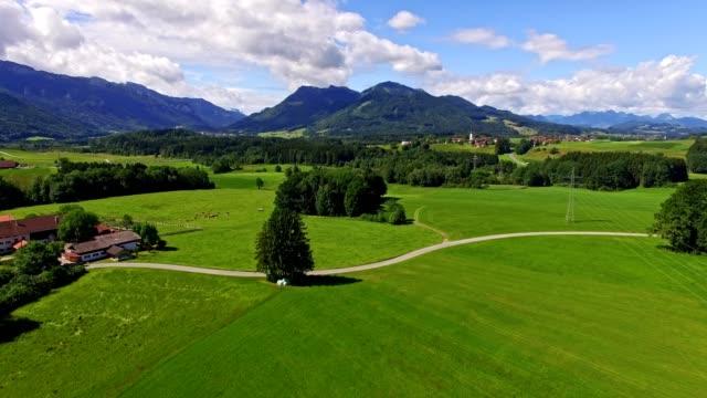 antenn: bayerska landskapet i sommar - videor med salzburg bildbanksvideor och videomaterial från bakom kulisserna