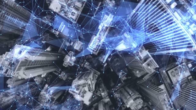 aerial. kamera bewegt sich um gebäude. konzept des drahtlosen kommunikationsnetzwerks. iot internet der dinge. iktinformationskommunikationstechnologie. - freundschaftliche verbundenheit stock-videos und b-roll-filmmaterial