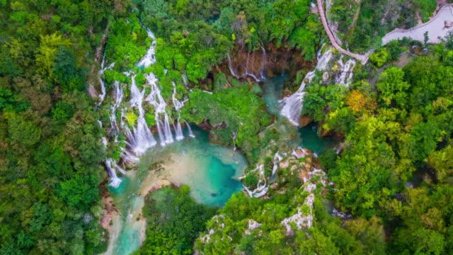 aerial: croatia, plitvice lakes national park - хорватия стоковые видео и кадры b-roll