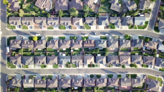 aerial downward looking view of a residential neighborhood - ripetizione video stock e b–roll