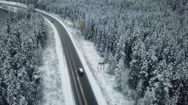 aerial driving on winter - zima filmów i materiałów b-roll