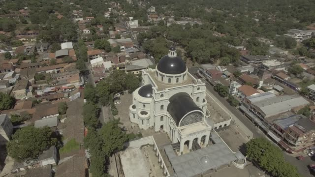 aerial dron shoot cathedral of our lady of miracles caacupé - парагвай стоковые видео и кадры b-roll