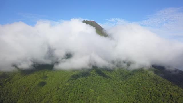 aerial drone arenal vulkanen i costa rica - utdöd bildbanksvideor och videomaterial från bakom kulisserna