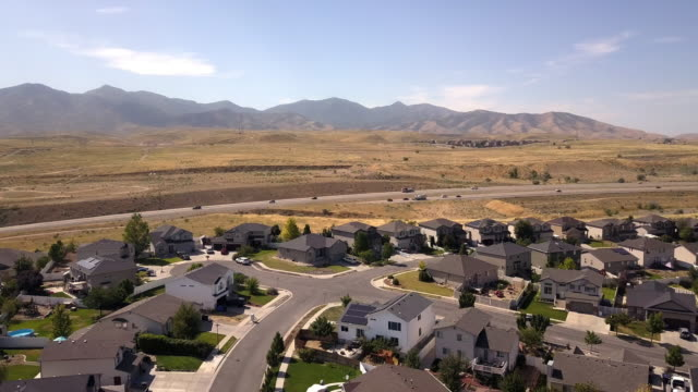 aerial drone clip of new construction and existing homes in a residential district in salt lake city, utah - salt lake stan utah filmów i materiałów b-roll