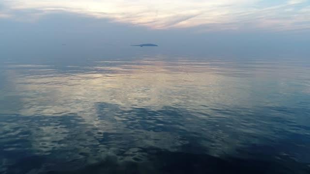 海風景夕焼け空を飛んで空中ドローン - 灰色点の映像素材/bロール