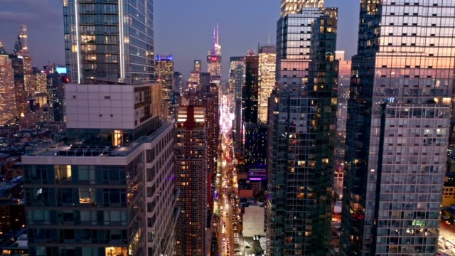 aerial drone footage of new york skyline - zoom out stock videos & royalty-free footage