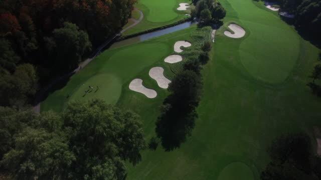 vidéos et rushes de parcours de golf de drone aérien - golf