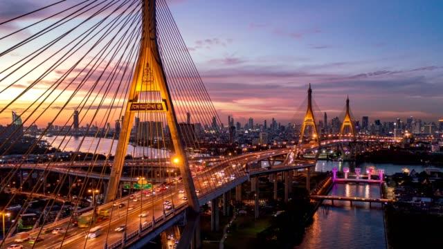aerial drone hyper förfaller över bhumibol bro kallas industrial ring road bridge ansluter södra bangkok med samut prakan. bron korsar floden chao phraya för att lösa trafik problem. - kungen av thailand bildbanksvideor och videomaterial från bakom kulisserna