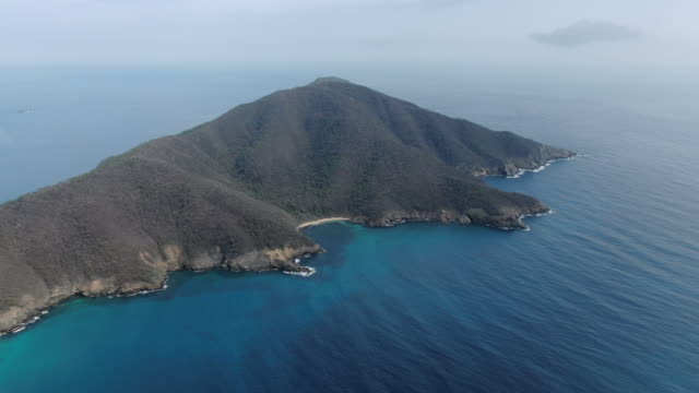 aerial drone shot of a peninsula on the coast of columbia - penisola video stock e b–roll