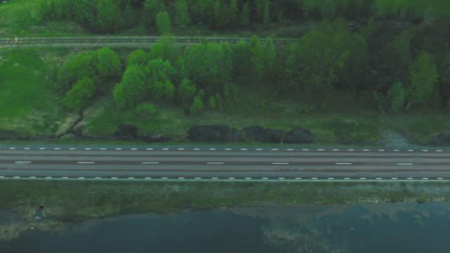 antenn drönare skott av en väg vid sjön - pine forest sweden bildbanksvideor och videomaterial från bakom kulisserna