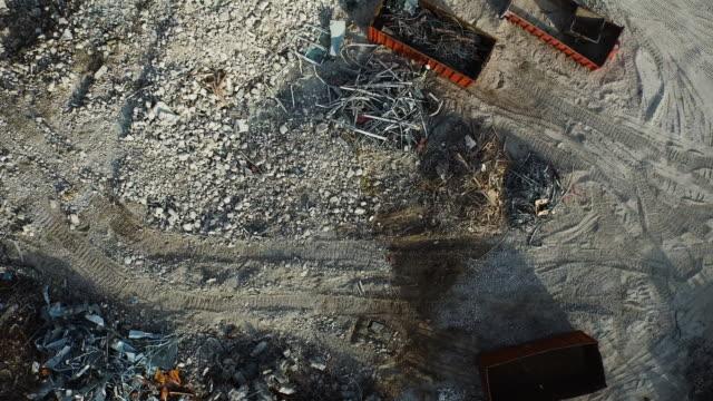 aerial drone shot of an industrial construction yard. - графство дерри стоковые видео и кадры b-roll