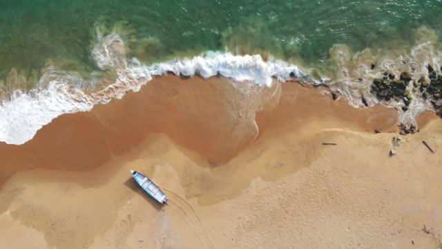 flygdrönare skjuten av fiskare och fiskebåtar i kustbyarna tamil nadu - fiskebåt bildbanksvideor och videomaterial från bakom kulisserna