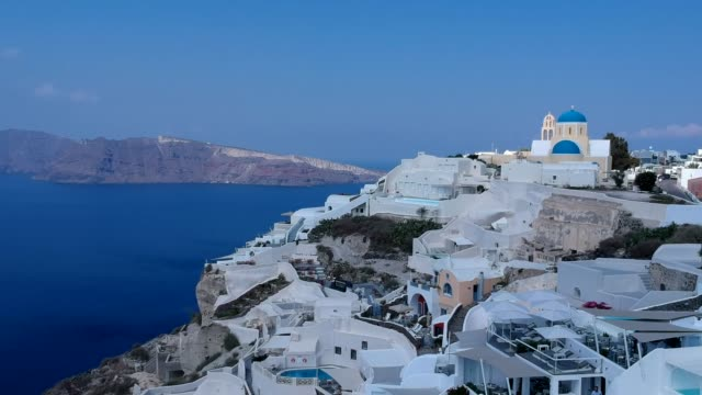 夏、サントリーニ島の火山島の空中ドローン ビデオ、ギリシャ - ギリシャ点の映像素材/bロール