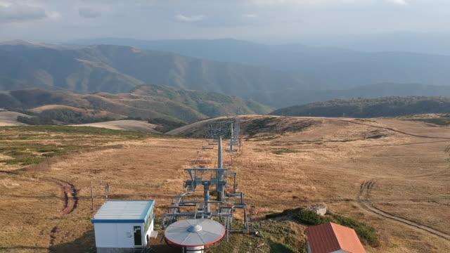 sırbistan'da stara planina dağının havadan drone videosu - balkan dağları - sırbistan stok videoları ve detay görüntü çekimi