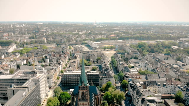 luftbild-drohne ansicht. deutschland düsseldorf kirche st. peter. panorama von düsseldorf - köln stock-videos und b-roll-filmmaterial