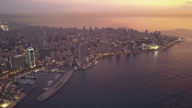 luftbild-drohne blick auf beirut, libanon, während schöne goldene stunde sonnenuntergang. - beirut stock-videos und b-roll-filmmaterial