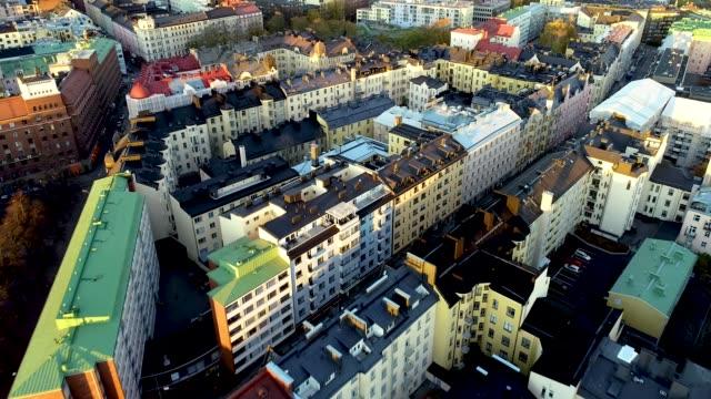 aerial drönarvy helsingfors. färgglada byggnader och tak. flygande över husen. helsingfors, finland. - drone helsinki bildbanksvideor och videomaterial från bakom kulisserna