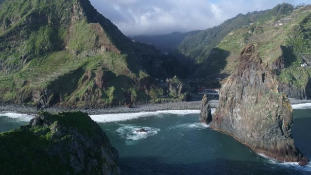 vídeos de stock e filmes b-roll de aerial drone view of janela islets in porto moniz in madeira - ilha da madeira