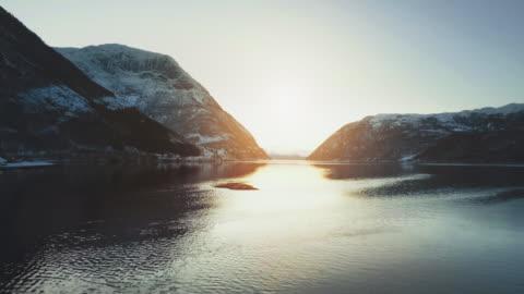 vista drone aerea: i fiordi della norvegia - mountain video stock e b–roll