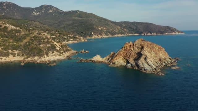 havadan drone görünümü: toskana denizi - toskana stok videoları ve detay görüntü çekimi