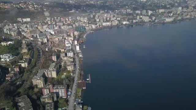 vidéos et rushes de vue aérienne drone à travers les nuages de lugano (suisse) - évasion du réel