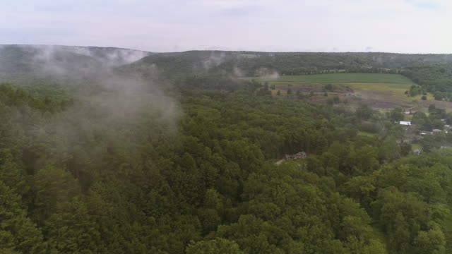 Aerial drone view to the Blue Mountains covered by low clouds, Poconos, Pennsylvania, at the early morning. - vídeo