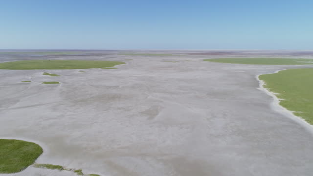 4K aerial fly over view of the Makgadikgadi pans, Botswana 4K aerial fly over view of the Makgadikgadi pans, Botswana salt flat stock videos & royalty-free footage
