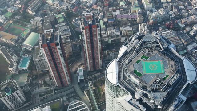 高層ビルの上を飛んで空中 - ヘリコプター点の映像素材/bロール