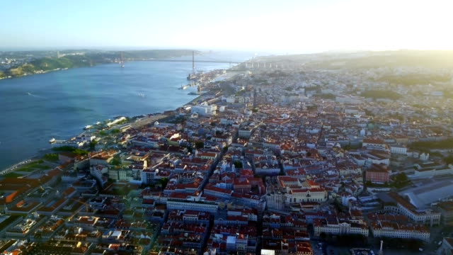 vídeos de stock e filmes b-roll de aerial footage. beautiful view of lisbon and the tagus river. - lisboa