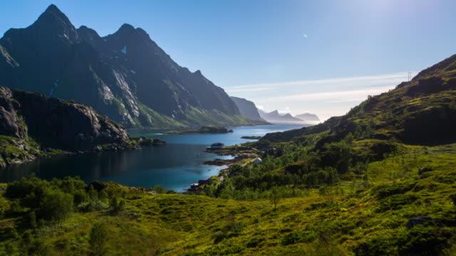 vídeos de stock e filmes b-roll de aerial footage of a fjord at the lofoten islands in norway - noruega