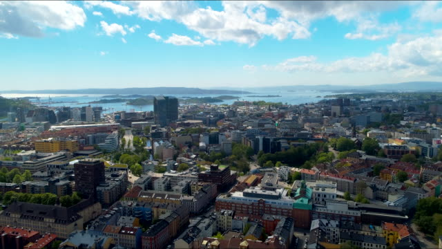 vídeos de stock e filmes b-roll de aerial footage of downtown oslo, norway - noruega