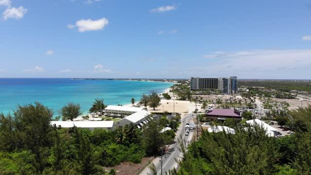 stockvideo's en b-roll-footage met luchtbeelden van seven mile beach, grand cayman, cayman islands stock video - blue sky
